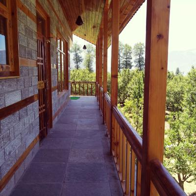 Apple Tree Premier Cottage No.7 - Six Bedroom Cottage in Manali with Kitchen and Private Parking